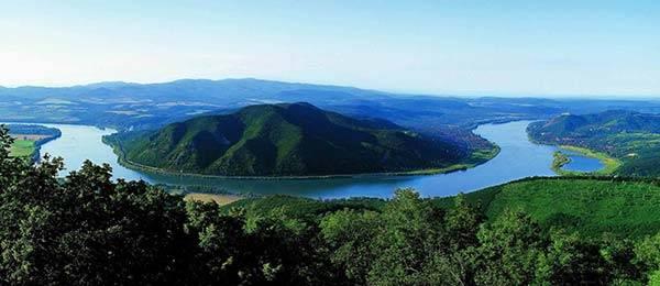 L Incantevole Ansa Del Danubio E Visegrad